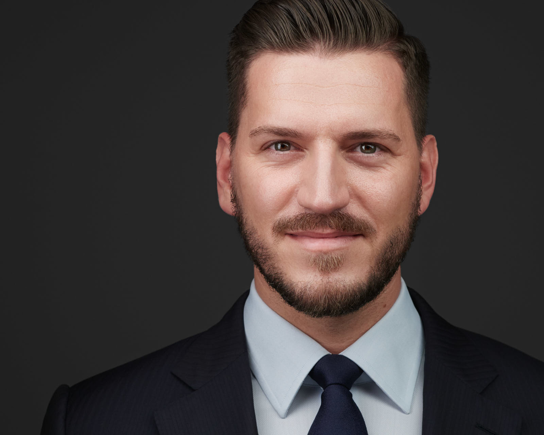 Business-Portrait-Headshot-Executive-C-Suite-Duesseldorf-Krefeld-Peter Manager, exklusive Bewerbungsfotos