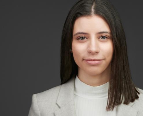 Young Female Personal Branding Professional Headshot Xing Linkedin Businessportrait