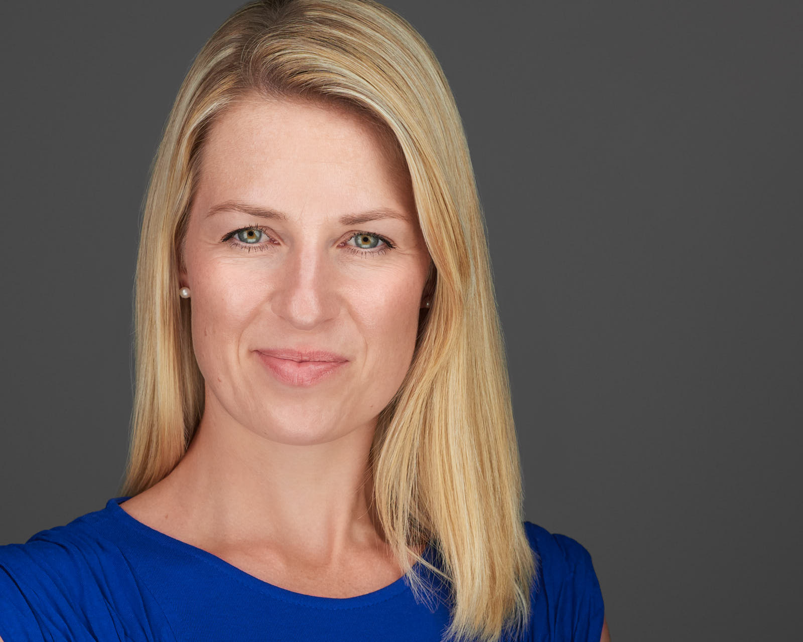 Female CEO Professional Headshot Xing Linkedin Businessportrait Düsseldorf Köln Krefeld, exklusive Bewerbungsfotos